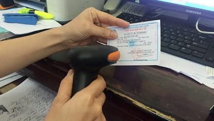 Máy quét mã vạch với thẻ bảo hiểm y tế